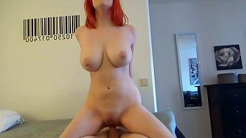 Рыжая шлюшка с большими дойками обожает съемки домашнего порно