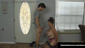 Покорная мамочка стоя на коленях делает минет своему строгому Хозяину