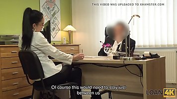 Милфа в офисе соблазнила хуястого староватого начальника и сделала минет