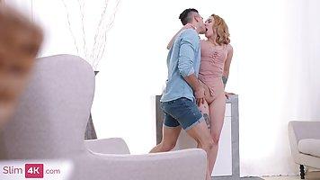 Анальная дырочка распутной блондинки позволяет парню расслабиться и кончить