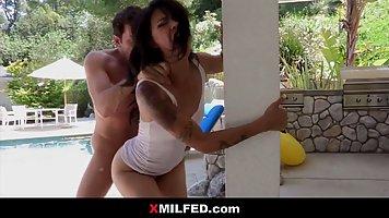 Мамочка азиатка после минета орет от глубокого анального траха с соседом