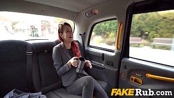 В машине таксист подарил молодой пассажирке хардкор от первого лица