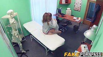 Пациентка пришла в больницу и трахнулась с доктором в жанре хардкор